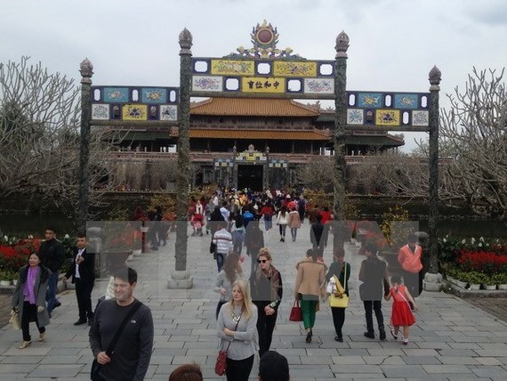 Tourists visit Hue Imperial Citadel (Source: VNA)