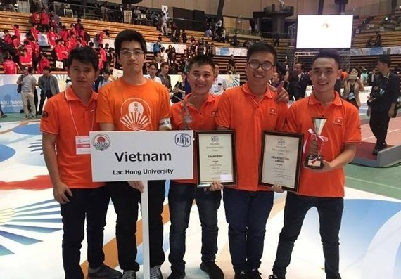 The Lac Hong University team who won the 2017 Asia-Pacific robot contest (Robocon), bringing Vietnam its sixth championship (Photo: nhandan.com.vn)