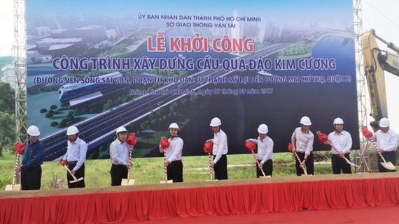 Construction of a bridge to Kim Cương (Diamond) Island in HCM City's District 2 has been kicked off. (Photo: Sggp)