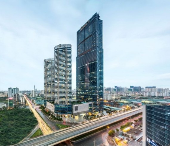 nterContinental Hanoi Landmark72 is opened at the Keangnam Landmark 72 tower in Hanoi on September 21. (Photo: I​HG)