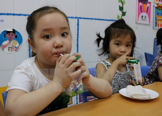 Inspectors will pay visits to importer -exporters and shops selling nutritional supplements for kids in Hanoi (photo: VNA)