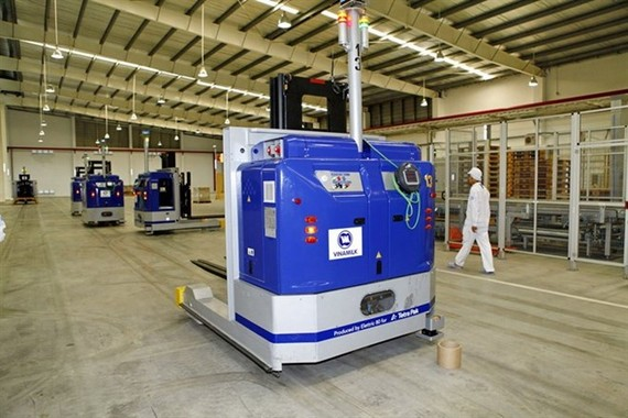 A fully-automatic robotic production line at a Vinamilk factory in My Phuoc 2 Industrial Park in Binh Duong Province. (Photo: VNA)