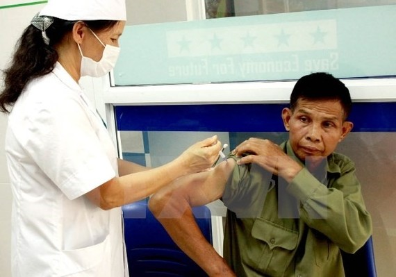 A man gets a rabies vaccine at the HCM City Preventive Medicine Centre (Photo: VNA)
