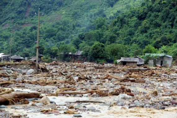 Hua Nam Village in the northern mountainous province of Sơn La has been hit hard by flooding. Nine people have died, six are missing, six injured and nearly 300 houses destroyed by flash floods. — VNA/VNS Photo Nguyen Cuong