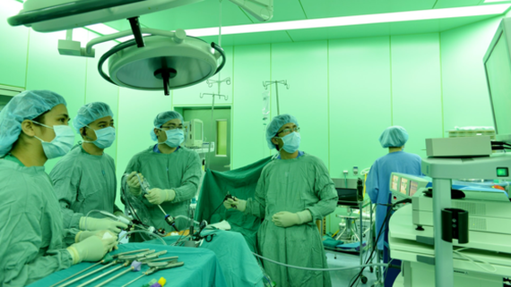 Vietnamese hospital removes polyps to treat rectal cancer