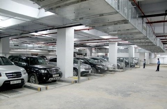 An underground car parking lot in Hanoi (Photo: thethaovanhoa.vn)