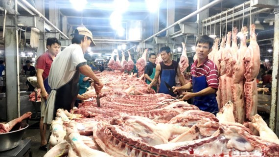 HCMC adopts measures to stabilize pork price (Photo: SGGP)