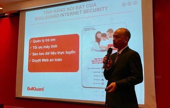 Đại diện Công ty Bảo Tín giới thiệu BullGuard