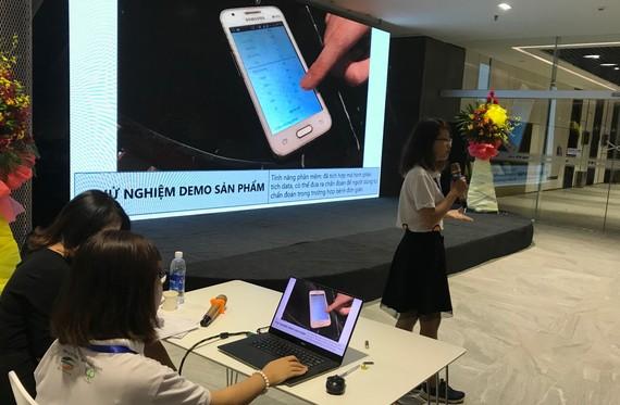 Đội vào Chung kết cuộc thi Vietnam IoT Hackathon 2017 thuyết trình