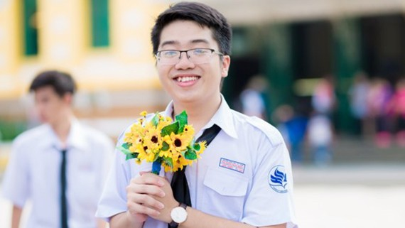 Phạm Hữu Triết, Trường THPT Năng khiếu ĐH Quốc gia TPHCM đạt điểm tuyệt đối ở 3 môn thi khối B