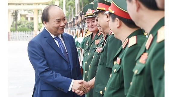 Thủ tướng thăm hỏi cán bộ Học viện Quốc phòng