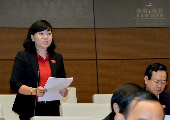 ĐB Trương Thị Bích Hạnh (Bình Dương) cho rằng, có sự khác biệt trong cách tính lương giữa nam và nữ từ 1-1-2018