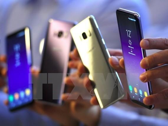 Điện thoại Samsung Galaxy S8 được trưng bày tại một cửa hàng ở Seoul ngày 13/4.