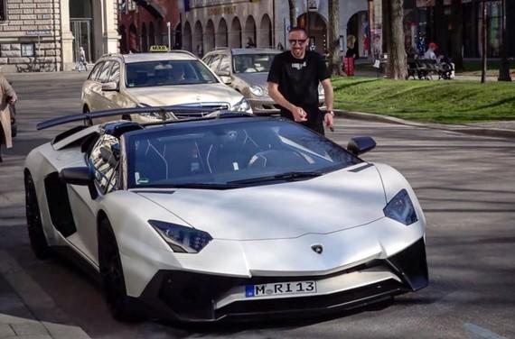 Franck Ribery lái Lamborghini Aventador SV Roadster dạo phố