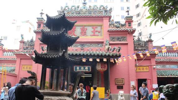 Dịch chuyển thành công ngôi chùa nặng 3.200 tấn