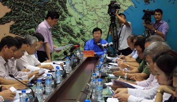 Phó Thủ tướng Chính phủ Trịnh Đình Dũng đã chủ trì phiên họp trực tuyến với các địa phương sau bão số 2.