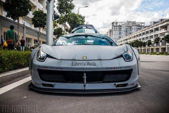 Siêu xe Ferrari 458 Italia tại Việt Nam trang bị gói độ Liberty Walk.