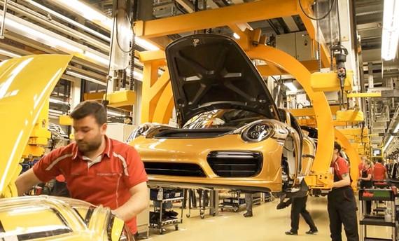 Porsche hé lộ quá trình chế tạo bản giới hạn 911 Turbo S Exclusive.