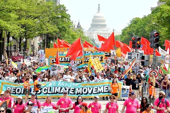 Người Mỹ biểu tình phản đối chính sách môi trường của Tổng thống Donald Trump