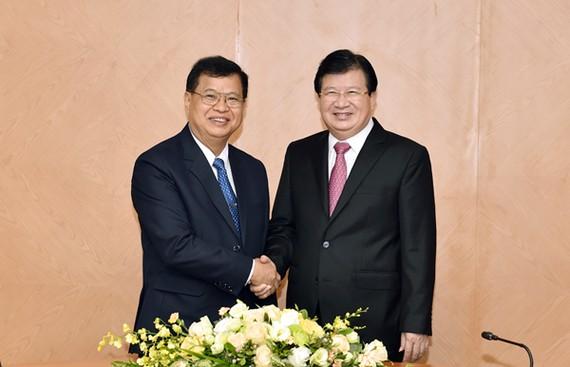 Phó Thủ tướng Trịnh Đình Dũng và Phó Chủ tịch Quốc hội Lào Somphan Phengkhammy. Ảnh: VGP
