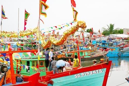 Ngư dân chuẩn bị lễ hội Nghinh Ông
