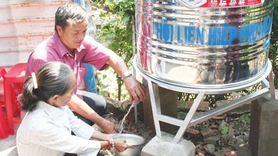 Niềm vui của người dân khi được sử dụng nguồn nước sạch