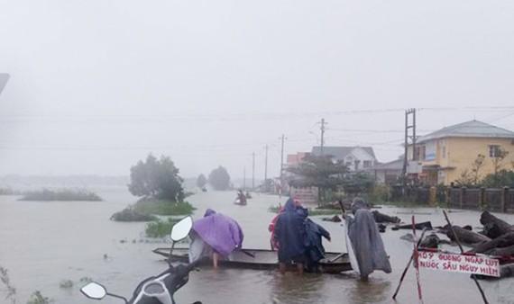 Trong ngày và đêm nay (8-11) ở các tỉnh từ Nghệ An đến Quảng Ngãi tiếp tục có mưa to đến rất to