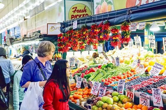 Người tiêu dùng bị quyến rũ bởi nông sản sạch và chất lượng.