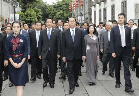 Chủ tịch nước  Trần Đại Quang cùng Đoàn đại biểu  cấp cao Việt Nam  tham quan  Khu phố cổ của  TP Phúc Châu,  tỉnh Phúc Kiến
