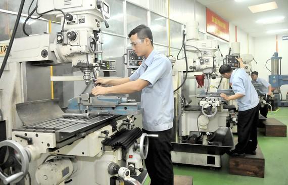 Sản xuất cơ khí cần được đầu tư thiết bị sản xuất hiện đại để tạo ra sản phẩm chất lượng cao  Ảnh: CAO THĂNG