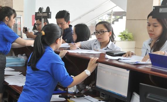 Khai thuế tại Chi cục Thuế TPHCM   Ảnh: CAO THĂNG