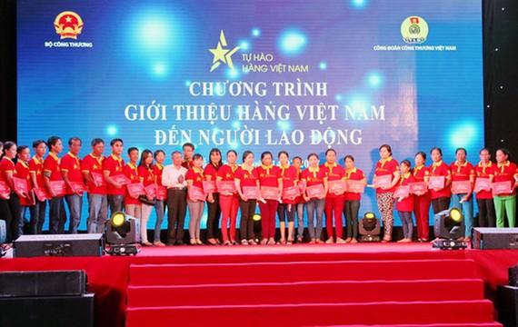 Giới thiệu hàng Việt đến người lao động khu vực nông thôn