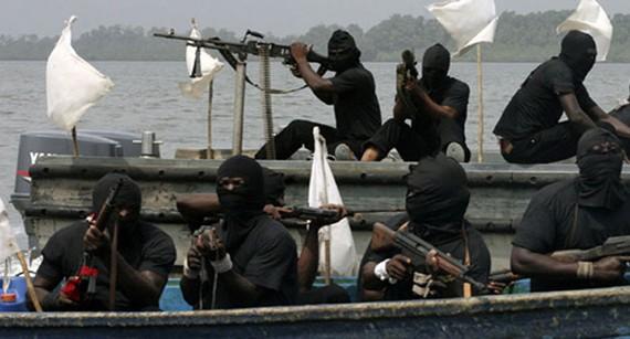 Cướp biển thường tấn công tàu và bắt cóc đòi tiền chuộc ở các vùng biển Nigeria. Ảnh minh họa: CHANNELSTV