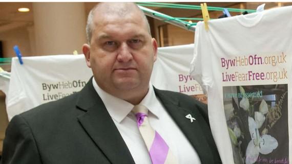 Cựu bộ trưởng xứ Wales Carl  Sargeant. Ảnh: PA