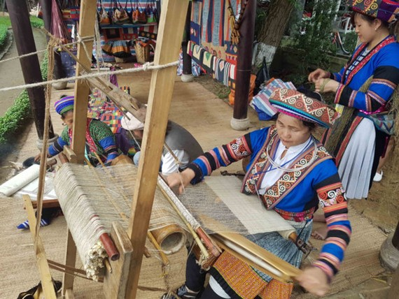 A process of making Vietnamese handicraft products