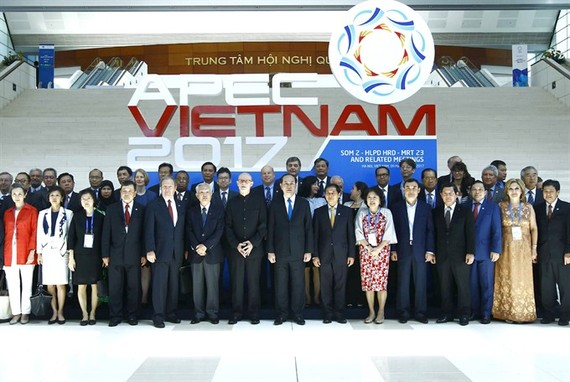 President Trần Đại Quang (eighth from the right) poses for a photo with delegates attending the Multi-Stakeholder Dialogue on APEC Toward 2020 and Beyond yesterday in Hà Nội. – VNA/VNS Photo An Đăng