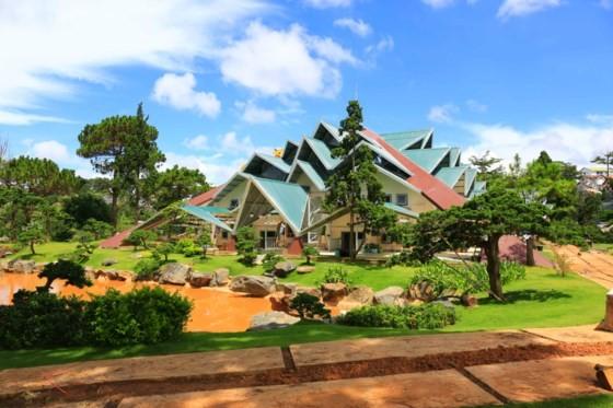 Da Lat's red maple tourist area opens