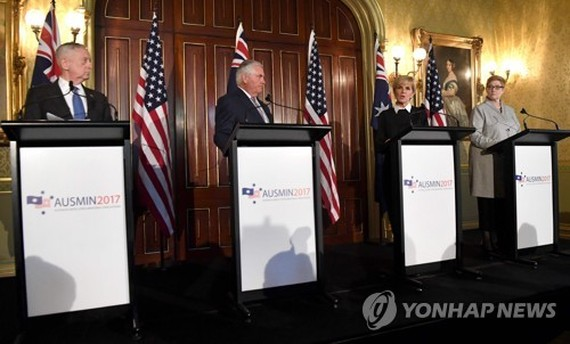 U.S. Secretary of Defense Jim Mattis (L), Secretary of State Rex Tillerson, Australian Foreign Minister Julie Bishop, and Australian Defense Minister Marise Payne hold a joint news conference in Sydney on June 5. (AFP-Yonhap)