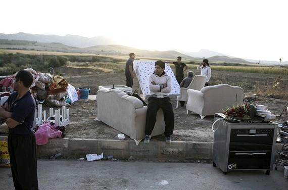 Iran quake survivors spend second night in the open air