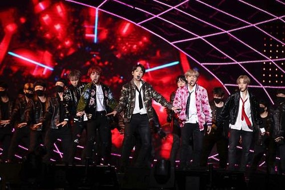 This photo provided by Mnet shows BTS performing at the 2017 Mnet Asian Music Awards on Dec. 1, 2017, held at AsiaWorld-Expo in Hong Kong. (Yonhap)