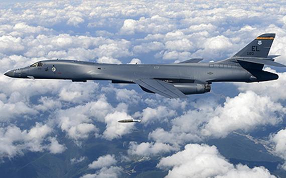 Máy bay ném bom B-1B của Mỹ tập trận gần bán đảo Triều Tiên. Ảnh: Không quân Mỹ