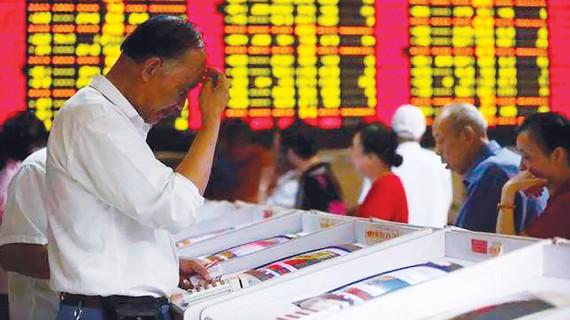 Nhà đầu tư chứng khoán Trung Quốc lo lắng trước các diễn biến bất lợi