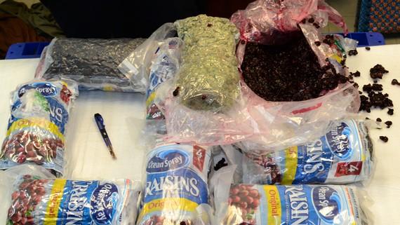 Phát hiện gần 12kg cần sa trong quà tặng gửi từ Hoa Kỳ