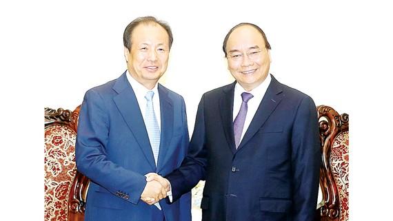 Thủ tướng Nguyễn Xuân Phúc tiếp ông Shin Jong Kyun, Chủ tịch, Tổng Giám đốc Công ty Samsung Electronics Hàn Quốc