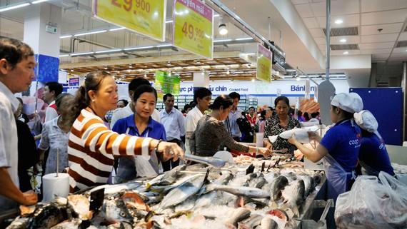 Co.opmart Chư Sê vẫn tấp nập khách sau khai trương