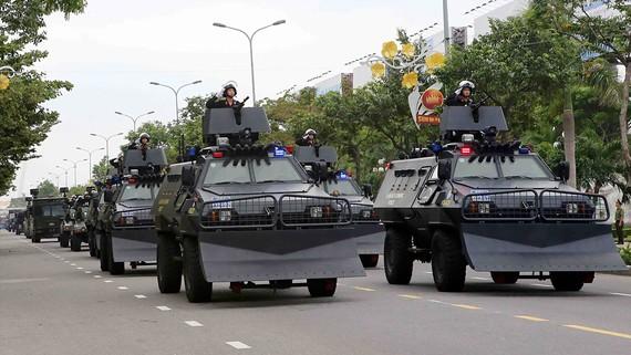 Các lực lượng phối hợp diễn tập phương án bảo vệ Tuần lễ Cấp cao APEC 2017 tại buổi tổng duyệt vào ngày 22-10