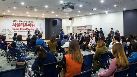 Cuộc gặp giữa đại diện cộng đồng người Việt Nam với đại diện chính quyền thủ đô Seoul của Hàn Quốc