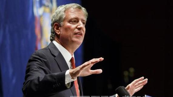 Thị trưởng thành phố New York Bill de Blasio phát biểu tại một sự kiện ở New York, Mỹ. Ảnh: TTXVN