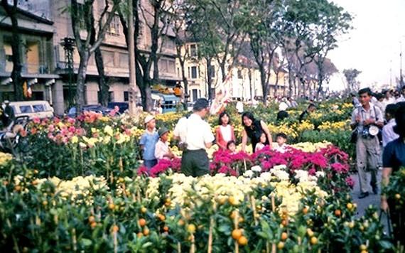 Chợ hoa Nguyễn Huệ Tết Bính Thìn 1976 (ảnh tư liệu).