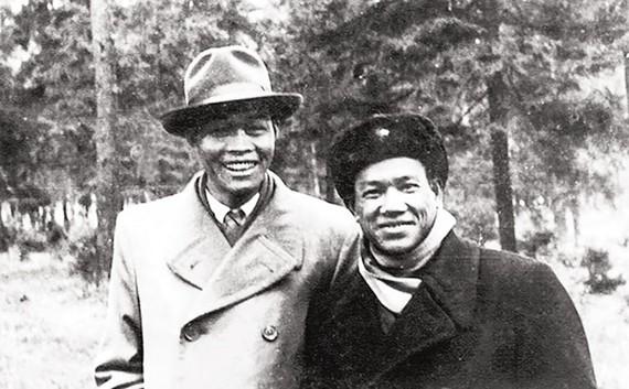 Hai danh tướng Nam Long và Trần Văn Trà (tại Liên Xô).